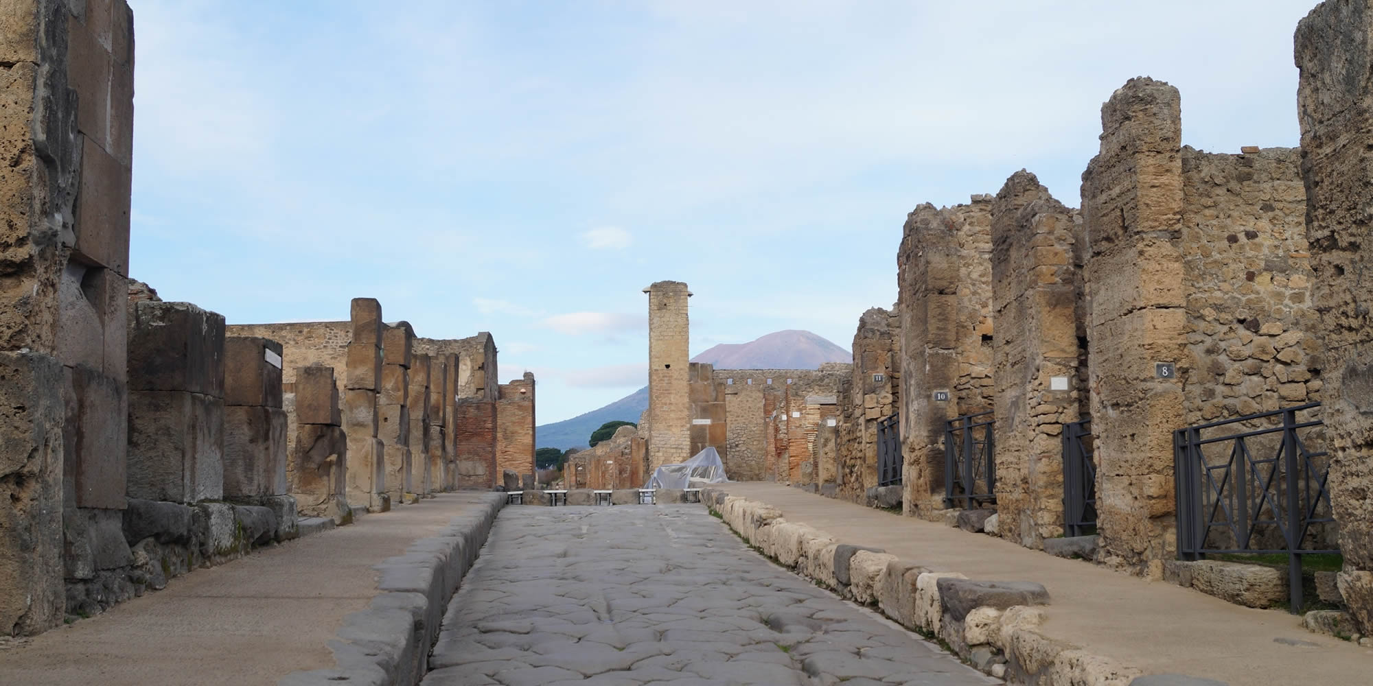 Private excursions and guided tours of Pompeii, Herculaneum, Naples to take you back through Time